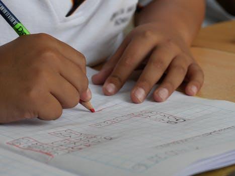 孩子写作业拖拉,该怎么提高他们的注意力?